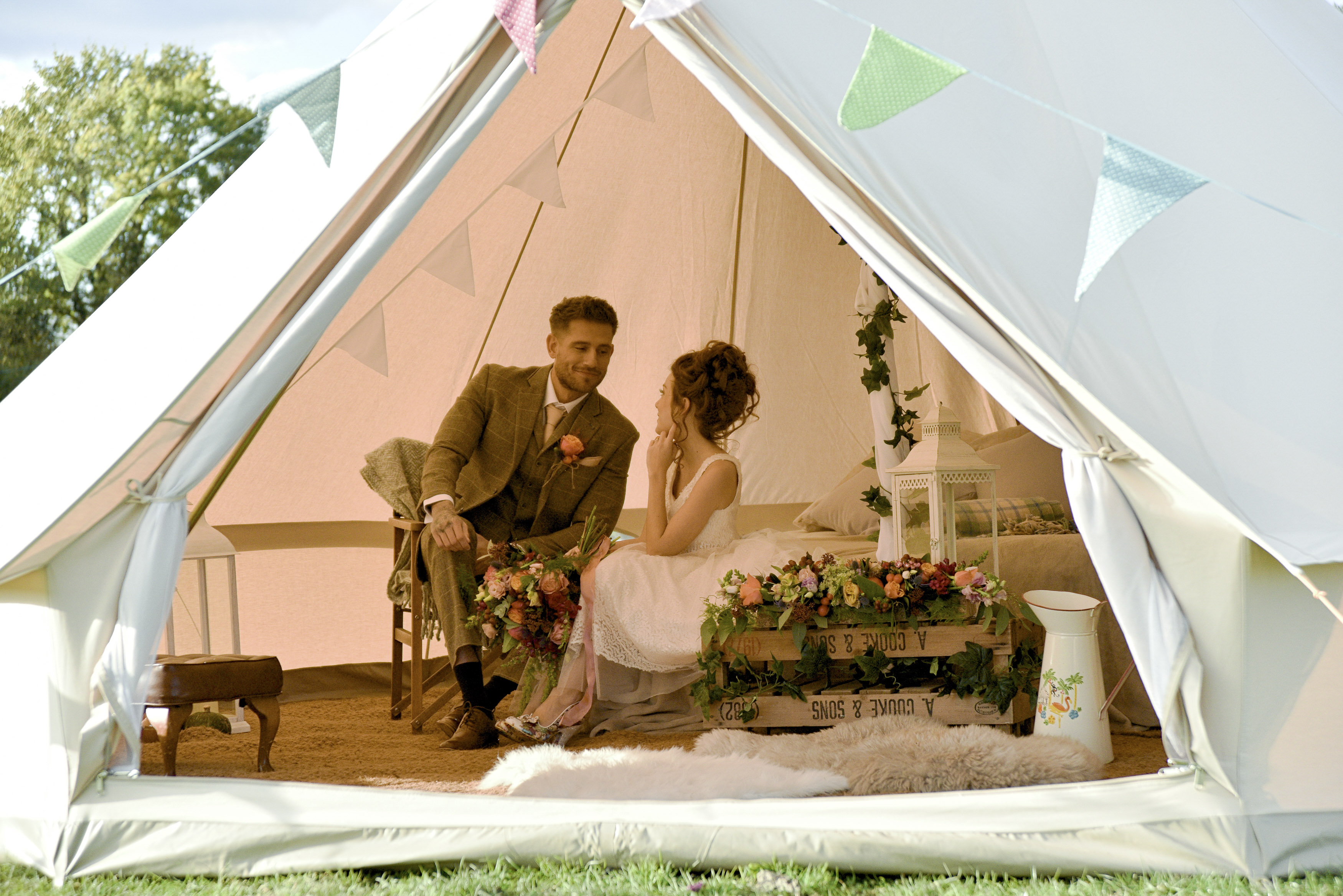 Step-By-Step Guide: How To Plan a Tipi Wedding To Make Your Day Extra Special
